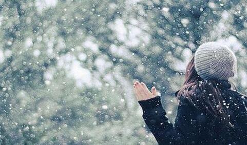 《下雪发朋友圈唯美短句》雪景发朋友圈的精美句子