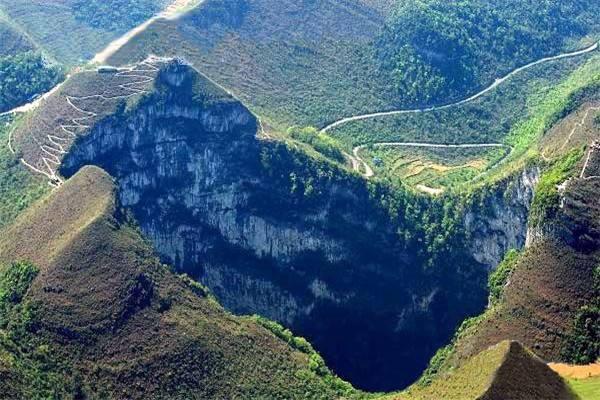 自然志:乐业天坑群:世界上最大的天坑群